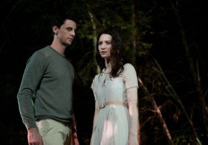 Matthew-Goode-and-Mia-Wasikowska-in-Stoker-2013-Movie-Image2
